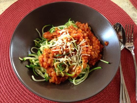 Zucchini-Spaghette mit Linsen-Bolognese